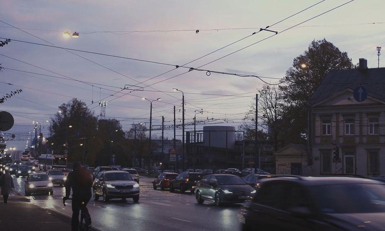 """Улицы Риги и знакомые лица: новый клип """"Тихий город"""" от латвийского исполнителя KRAHMALEV"""
